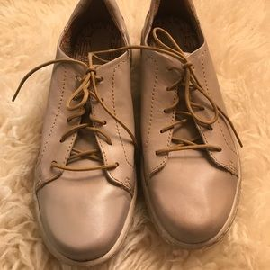 Born Leather Lace Up Sneaker